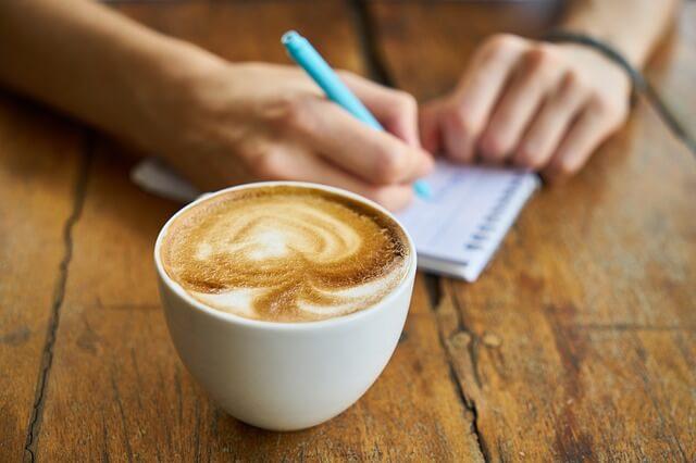 コーヒー飲みながらプロフィール記入